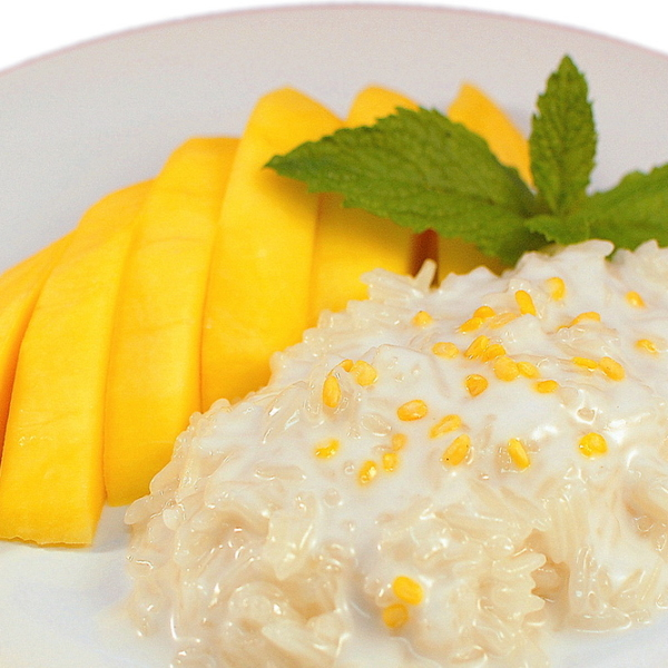 MANGO W/ SWEET STICKY RICE (SIGNATURE THAI DESSERT)